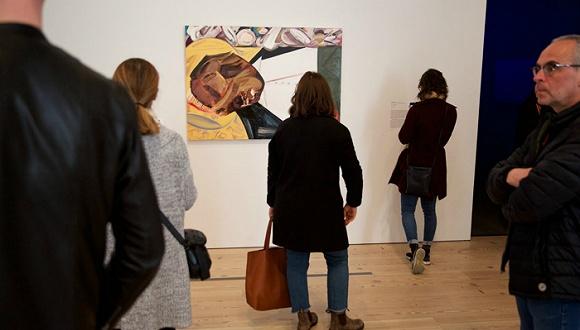 艺术家是否有责任挑战展示他们作品的机构