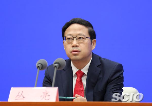 国家发展改革委秘书长丛亮。 国新办官网 图