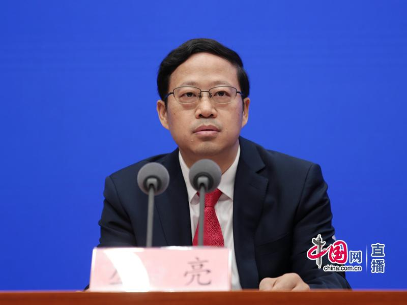 中国建国后的经济总量_中国建国后的外交照片