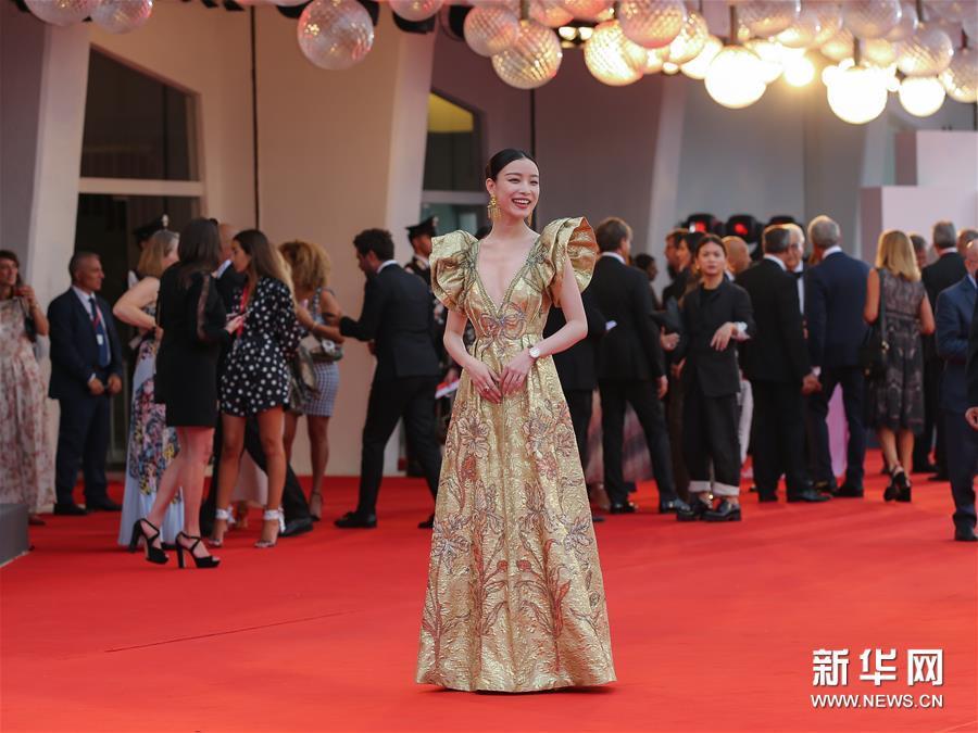 第76届威尼斯电影节开幕倪妮钟楚曦亮相红毯