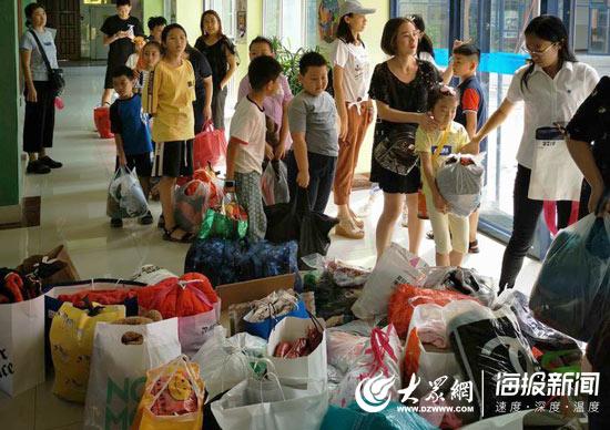 衣旧暖人心 济南经纬小学学生向四川山区孩子捐赠衣物