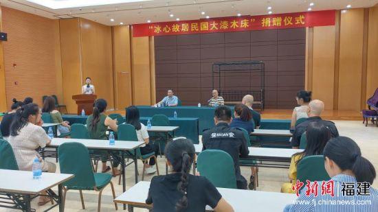 冰心文学馆接收陈木高先生无偿捐赠的民国大漆木床