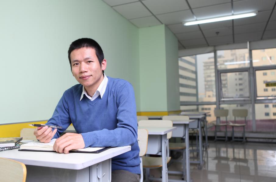 寒门出身,从北大退学,创业16年超越俞敏洪成为教育界的首富!