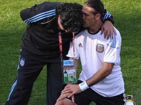 德米凯利斯:如果马拉多纳拥有梅西的青训条件,他的成就会更高