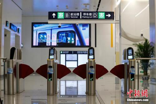 8月29日,北京轨讲交通年夜兴机场线停止空载试运转。 中新社记者 富田 摄