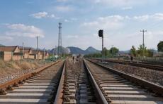 成铁局加开重联动车组200多对 10月1日将达客流高峰