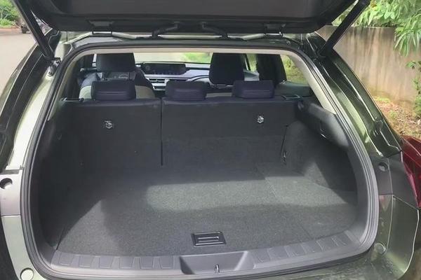 视频:汽车视频:雷克萨斯UX内部储物空间如何