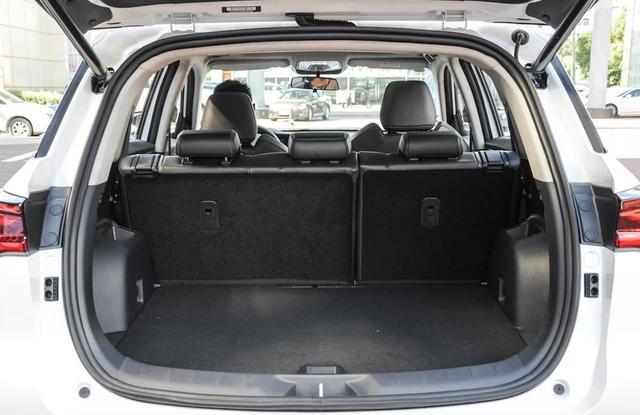 长安CS75 PLUS叫好又叫座?这款同级SUV比它大,性价比更高