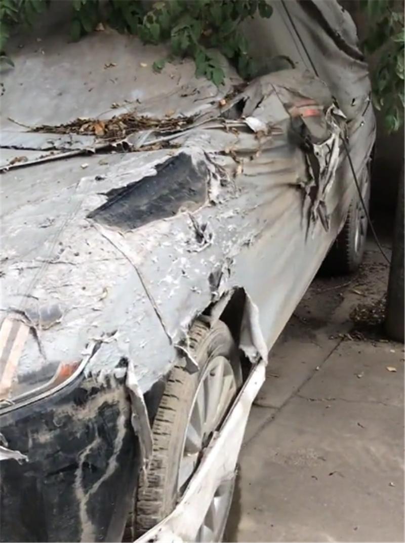 又一辆MH车主的车,35万林肯MKC,盖车衣被遗弃,全车布满灰尘