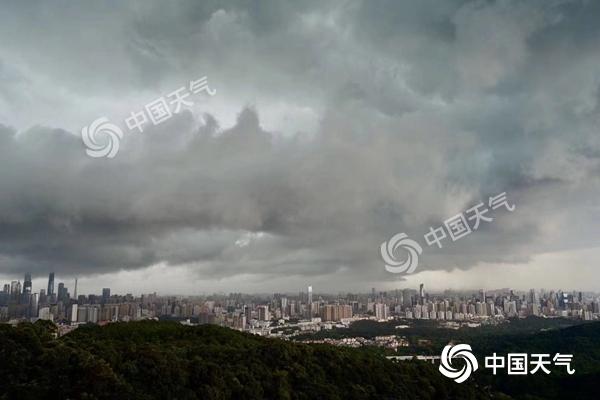 热带低压携风雨影响华南 北方一天两季温差大
