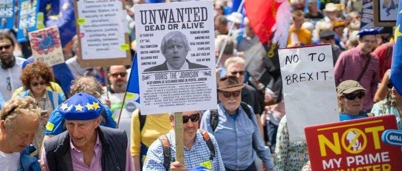 郑永年:英国脱欧和民主的黑色幽默时代