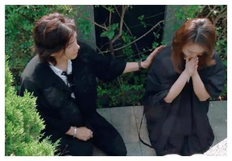 戚薇跪地痛哭祭拜外公,李承铉却心念妹妹Joanne,年纪26岁离世