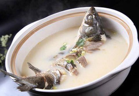 鱼肉鲜嫩、汤浓味醇,色白如玉——锅子鱼