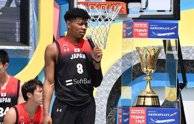 日本八村垒什么水平?NBA对他各种重视,出道就享队魂级待遇!