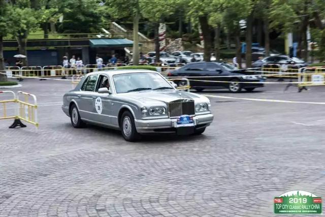 比我爸年纪还大的车,竟然开进了限牌的深圳市区!