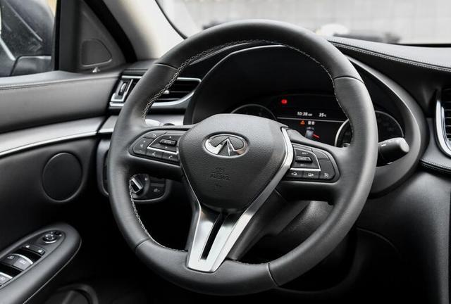 对标奔驰GLC的豪华SUV 标配LED大灯+三块液晶屏 更划算?