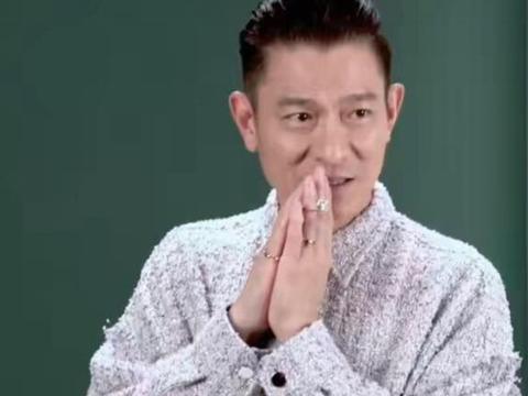 刘德华杂志花絮曝光,单手支撑在地很轻松,58岁身材保持很好