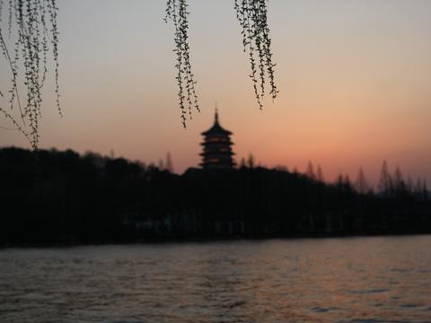 杭州净慈寺藏在西湖,角角落落都美,门票不贵但是周边消费太高