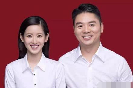 力破离婚谣传!刘强东奶茶妹妹逛街被偶遇,二人手牵孩子画面恩爱