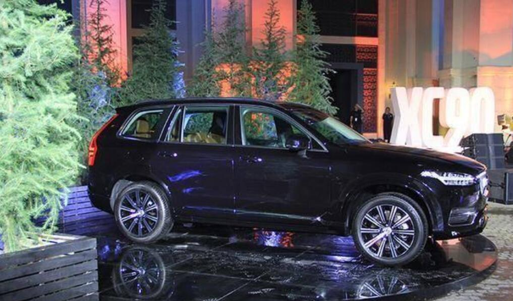 63.69万起售,两种外观/7款车型,沃尔沃XC90正式上市
