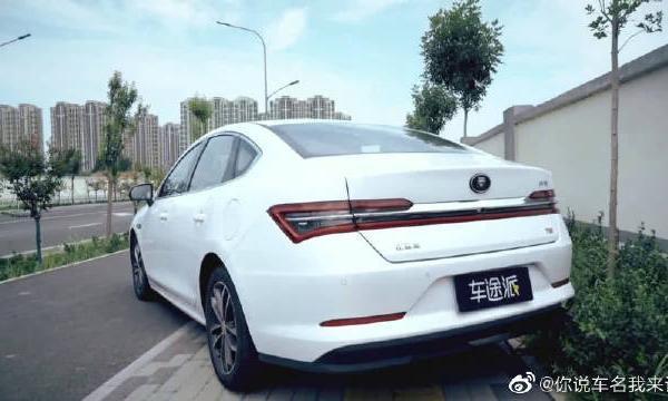 视频:比亚迪秦Pro实车评测,高颜值国产车到底值得买吗?