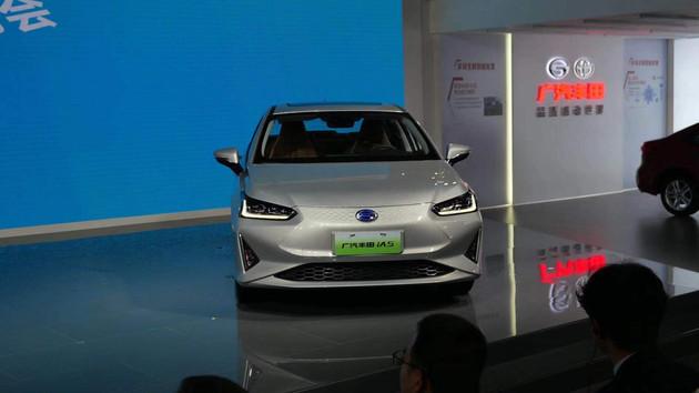 16.98万起,广汽丰田iA5上市,它和广汽新能源Aion S一样漂亮