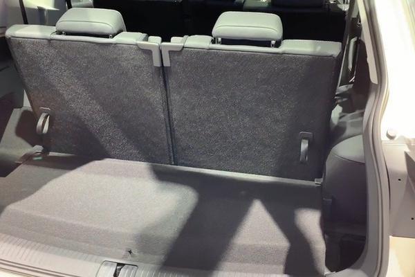 视频:途观L 7座版后备箱设计时考虑太多,空间和功能都想要