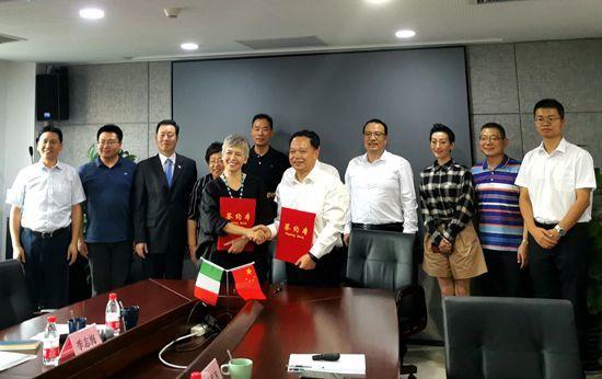 意大利前众议院议长在京出席中意合作项目签约仪式
