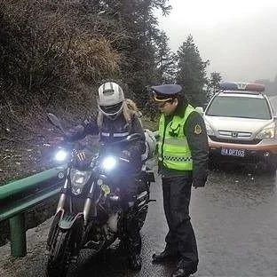 """交通运输部:""""9月起摩托车可以上高速""""是误读"""
