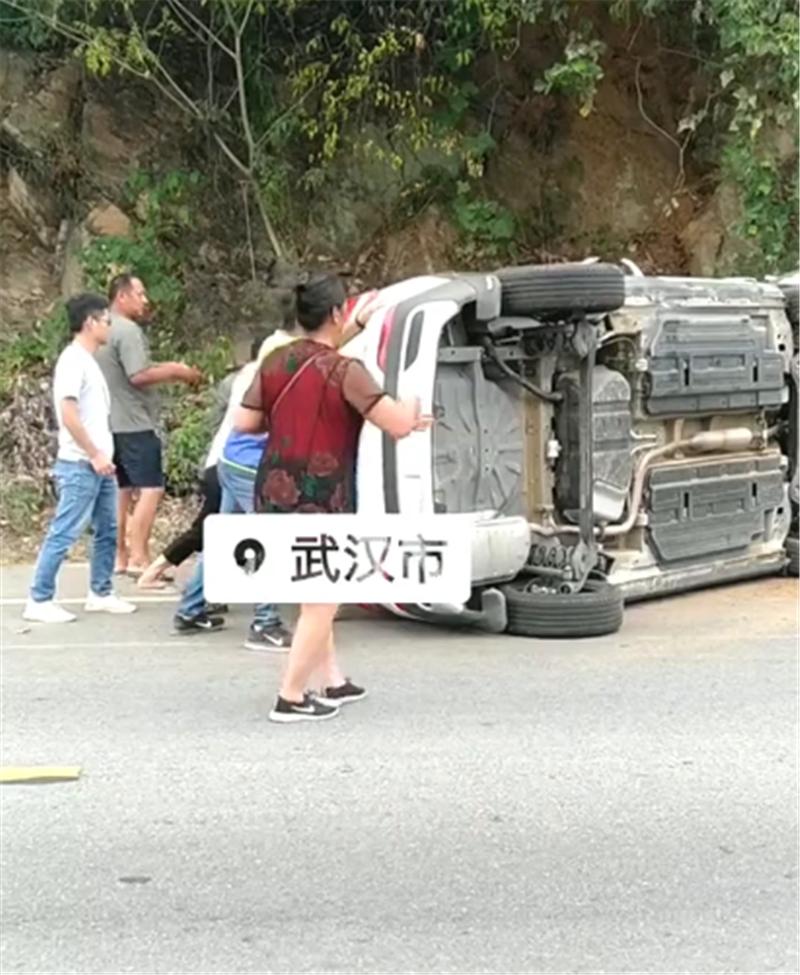 7万宝骏510出事故,车身侧翻,靠人力翻正,无视轮毂、悬挂损伤