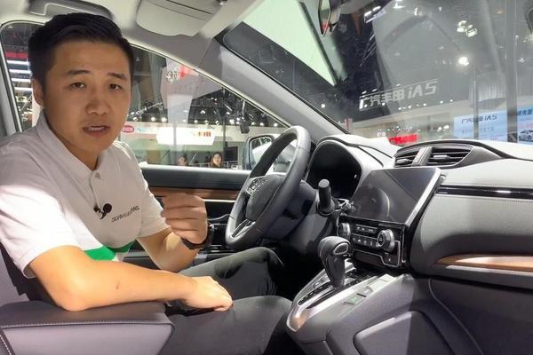 视频:丰田RAV4的内部空间比本田CR-V强?不一定。