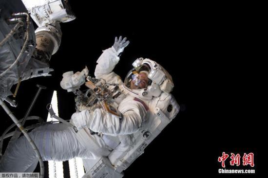一个人赚钱能力有限_史上首次 两位女宇航员将共同执行太空行走任务