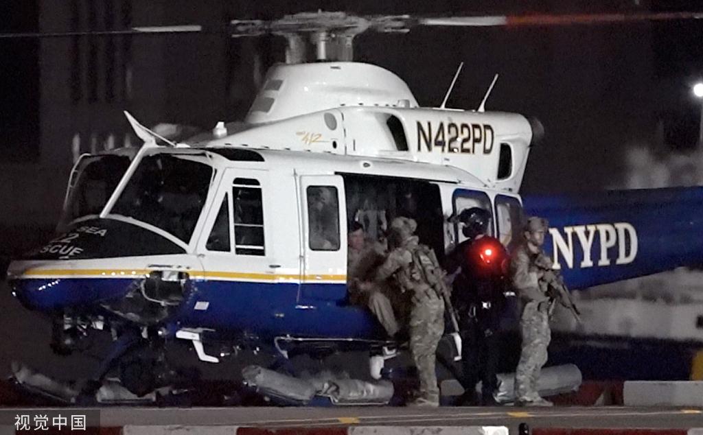 當地時間7月19日,古茲曼從美國紐約市乘直升機被轉移到科羅拉多州最森嚴的監獄。圖/視覺中國