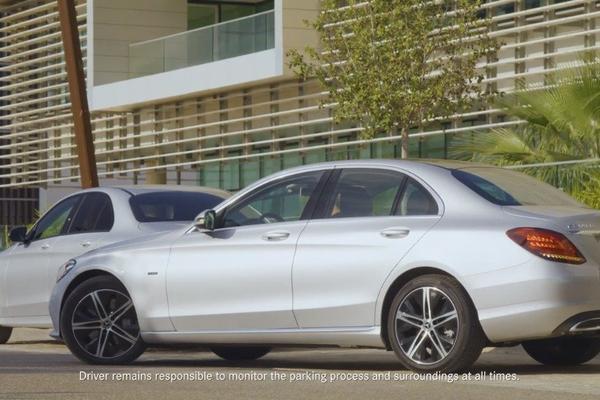 视频:2019 全新奔驰C级-自动泊车系统演示