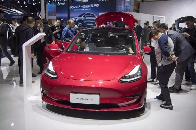 特斯拉一年调价多达8次,老车主日亏4万?真是苦了中国的消费者