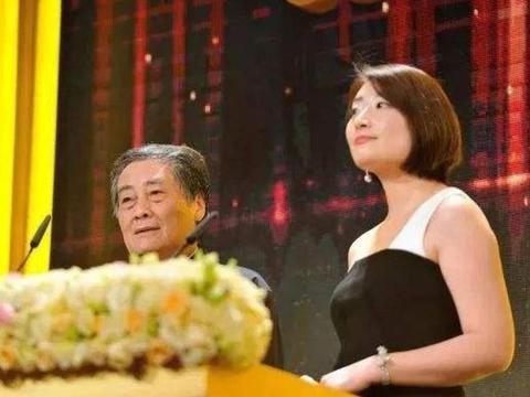 从小就被父亲培养成接班人,她37岁依然单身,多次登上女富豪榜