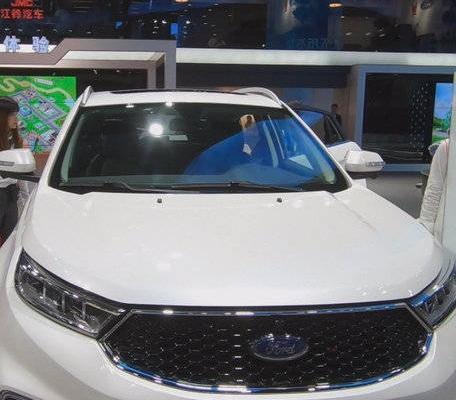 视频:全新福特领界,2019成都国际车展实拍,看看有喜欢这台车的没?