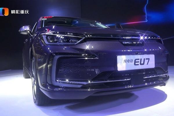 视频:北汽新能源携EU5 R600、智惠管家APP登陆成都车展