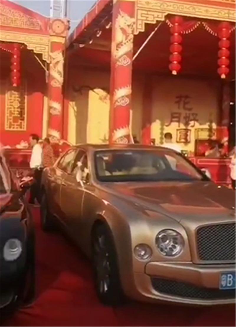 """""""冯府""""的一场盛大婚礼,斥资千万,现场百万宾利等豪车助阵"""
