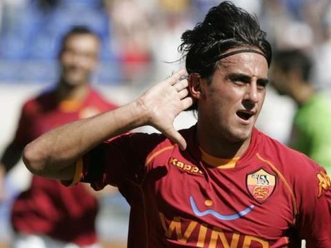 阿奎拉尼:难忘与托蒂、德罗西一起踢球的时光