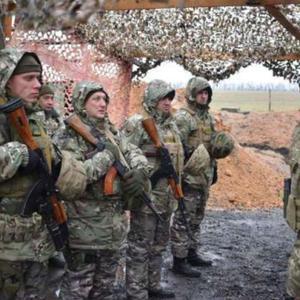 乌克兰展开大规模炮击,云爆弹覆盖亲俄民兵控制区,连消防车都炸