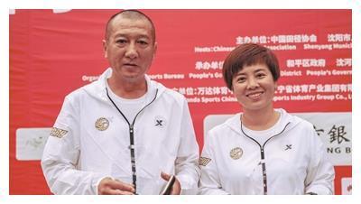 跑过228场全马的他和妻子 将第5次担任沈马领跑员