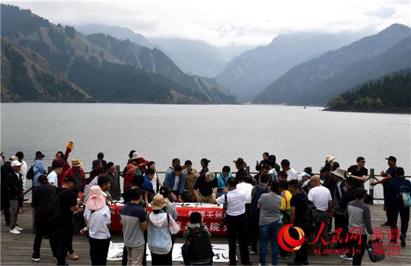 新疆天然林保护修复主题书法采风活动在天山天池景区举行
