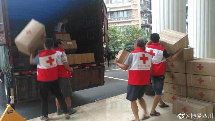 四川省红十字会调拨帐篷等救灾物资 将运往灾区