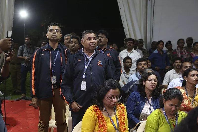 ▲9月7日,在印度班加罗尔,印度空间研究组织的工作人员在获知着陆器失去联系后非常沮丧。(新华社)