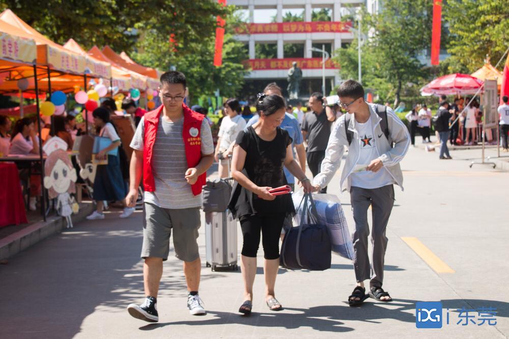 """""""互联网""""迎新,报到两步搞定!广东医科大学迎来5635名新生"""