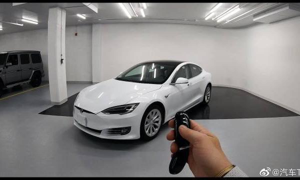 视频:特斯拉ModelS P100D - 自动停车演示