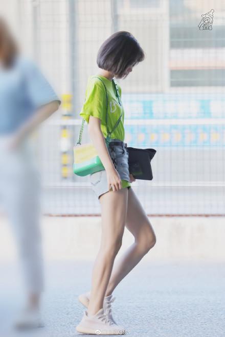 段奥娟神仙腿上热搜,宋茜的细长筷子腿离开p图是真实存在的吗?