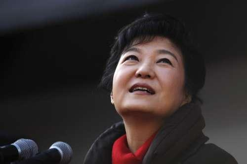 再次申请难通过,该低头时要低头,李明博这方面比朴槿惠强