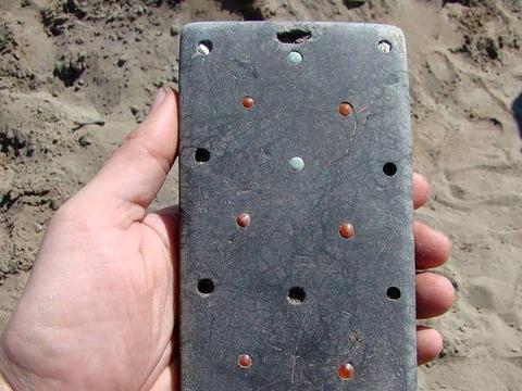 俄考古发现疑似iPhone,上有中国的五铢钱,应该是匈奴留下